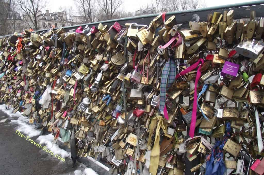 lovers locks bridge paris