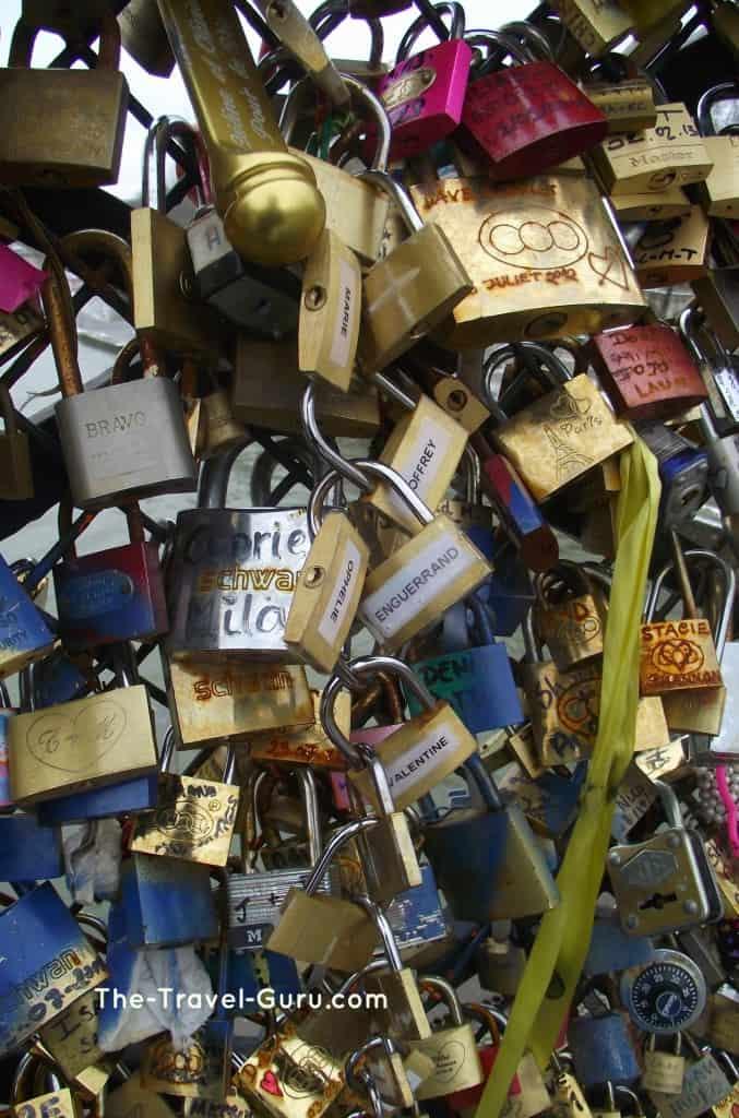 lovers lock bridge Paris