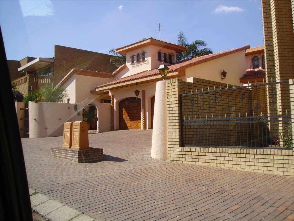 beautiful homes in soweto south africa the travel guru. Black Bedroom Furniture Sets. Home Design Ideas