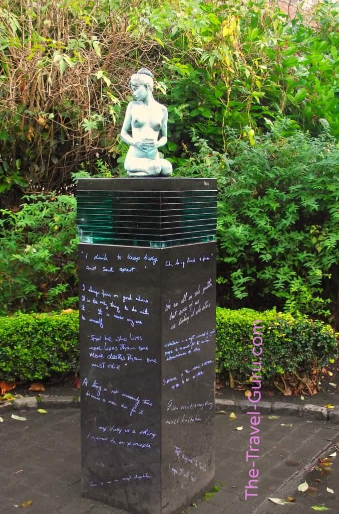 Poetry statue Merrion Square