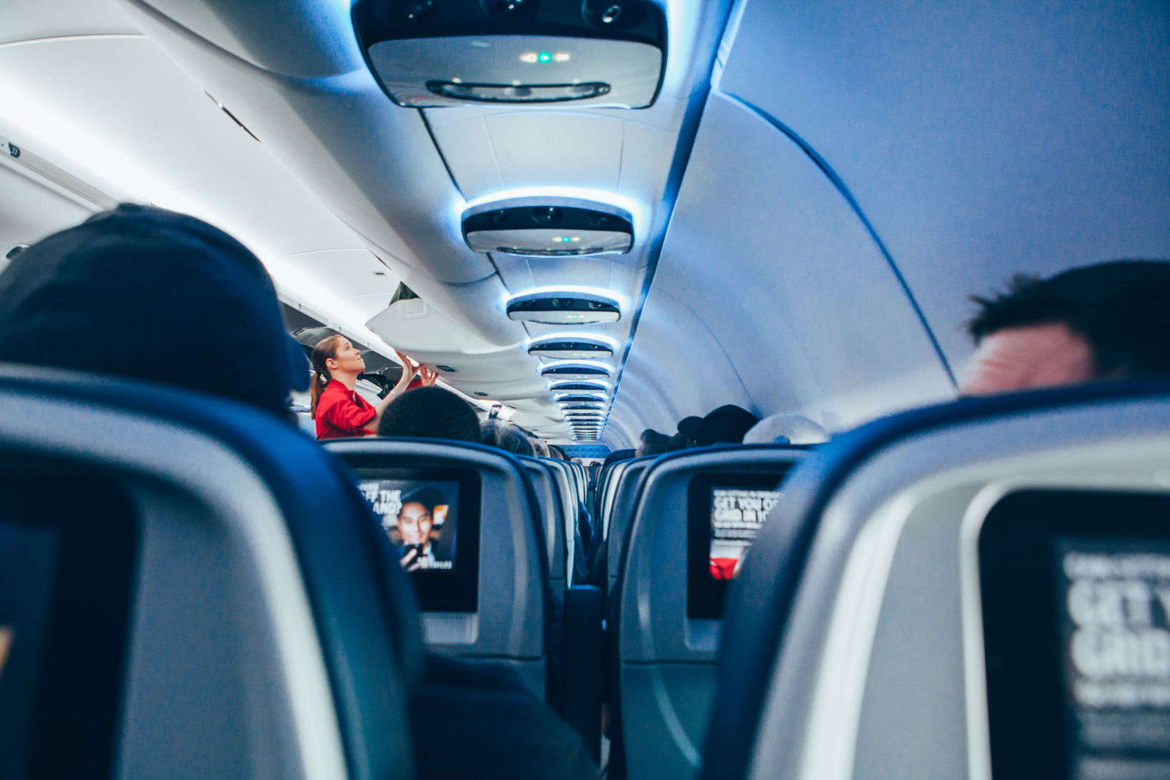 Airline seats - should you recline? Airplane etiquette