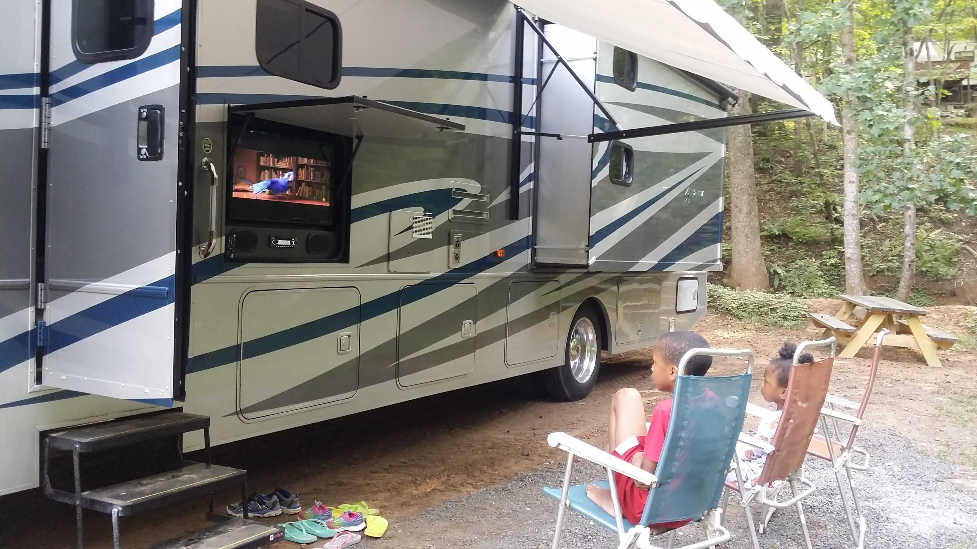 10 reasons to take a trip with go RVing
